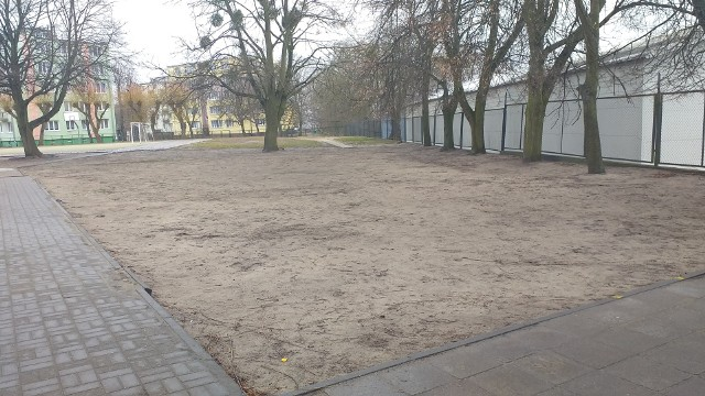 Mieszkańcy wnioski z pomysłami do Budżetu Obywatelskiego w Chełmnie, wraz z listami poparcia, mogą składać jeszcze dzisiaj - 15.04.2021 r. Na zdjęciu: miejsce, gdzie prawdopodobnie powstanie skatepark - zadanie, które wygrało w głosowaniu w ubiegłorocznym BO