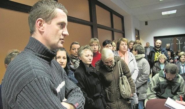 W piątek pracownicy spotkali się z radcą prawnym, który pomógł im m.in. pisać pozwy do Sądu Pracy