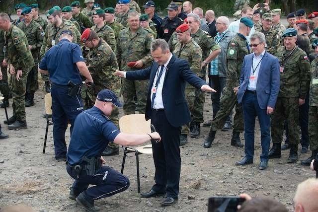 Bogdanowicz - konrtrola fotoplastykonwojewoda Mikołaj Bogdanowicz na Anakondzie 16