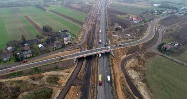 Nowy wiadukt nad autostradą A1 upłynni ruch na drodze powiatowej między Mykanowem i KościelcemZobacz kolejne zdjęcia. Przesuwaj zdjęcia w prawo - naciśnij strzałkę lub przycisk NASTĘPNE