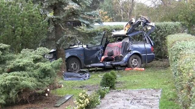 Do tragicznego w skutkach wypadku doszło w październiku 2017 roku. Drzewo, które runęło na samochód podczas wichury, przeznaczone było do wycinki. Wszelkie procedury zostały - według prokuratorów - zachowane.