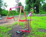 Trzy place zabaw dla wiejskich dzieci