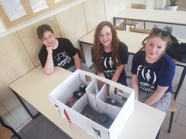 """Uczniowie Szkoły Podstawowej w Małogoszczu zakończyli projekt fundacji mBank - """"Mali architekci"""". Zmierzyli sią z projektowaniem mieszkań."""