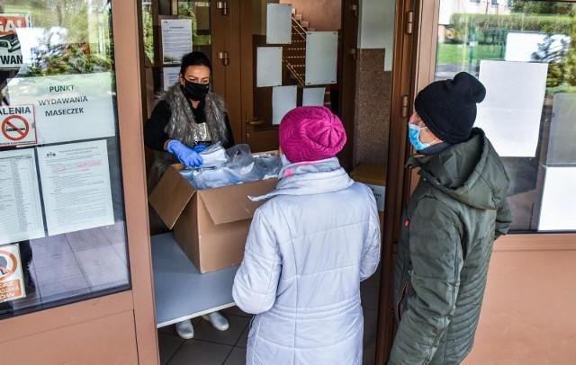 Akcja rozdawania maseczek mieszkańcom Bydgoszczy rozpoczęła się 8 kwietnia.