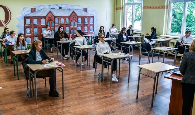 Przed maturą podpowiadamy uczniom, jak przygotowywać się do egzaminów, by efekty były jak najlepsze. Warto skorzystać z tych wskazówek.