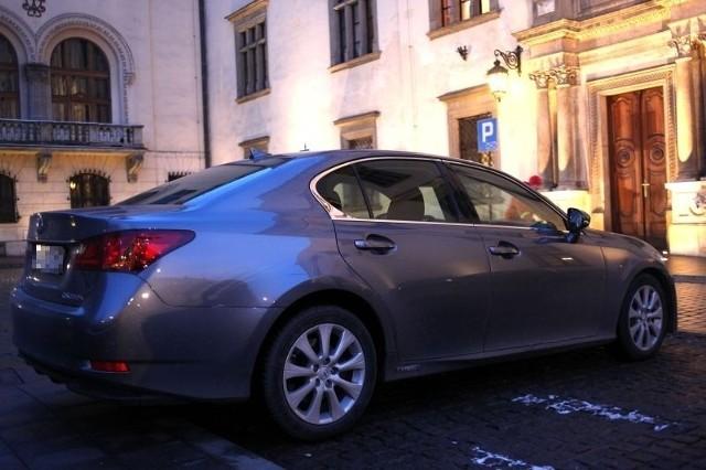 Lexus - nowy samochód służbowy prezydenta Jacka Majchrowskiego.