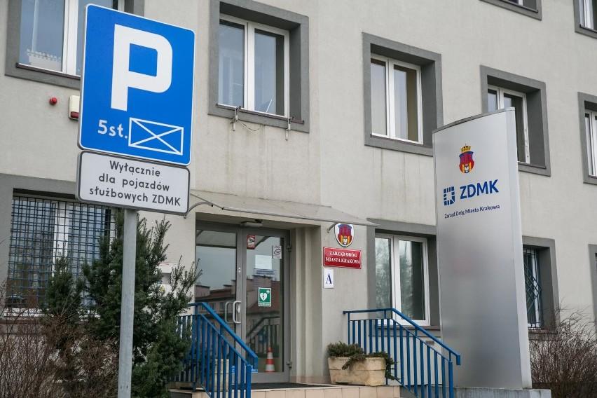 Kraków  Trwa rozmnażanie dyrektorskich posad i pensji w