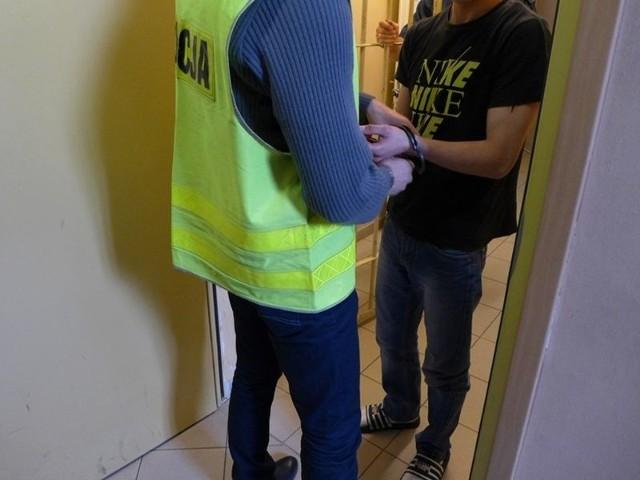 Policjanci zatrzymali dwóch 19-latków, ujętych wcześniej  przez żarskiego policjanta oraz mieszkańca Żar
