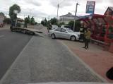 Białystok. Kierowca mercedesa wjechał w przystanek autobusowy na ul. Produkcyjnej. Nikomu nic się nie stało (zdjęcia)