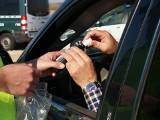 Kierowca jechał pijany i bez dokumentów. Wpadł, bo nie zapiął pasów