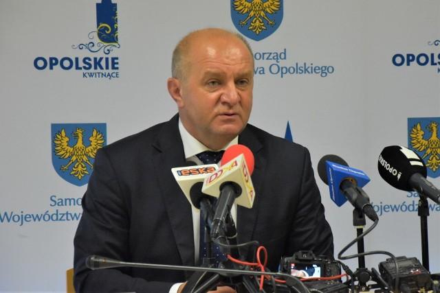 Apelacja wniosku o przeniesienie nie uwzględniła, a to oznacza, że z zarzutami wobec marszałka Andrzeja Buły i dwóch innych współoskarżonych będzie musiał jednak się zmierzyć Sąd Rejonowy w Opolu.