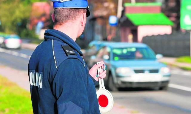 Policjanci przyznają, że wielu starszych kierowców powinno jeszcze raz zdać egzaminy