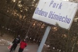 W Parku Orderu Uśmiechu jest za ciemno