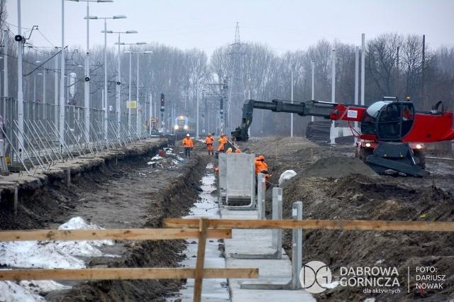 W Dąbrowie Górniczej trwa przebudowa linii kolejowej, peronów i całej infrastruktury komunikacyjnej Zobacz kolejne zdjęcia/plansze. Przesuwaj zdjęcia w prawo - naciśnij strzałkę lub przycisk NASTĘPNE