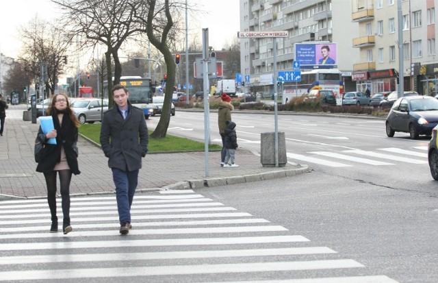 Z badań przeprowadzonych przez Krajową Radę Bezpieczeństwa Ruchu Drogowego wynika, że zaledwie co 10 wypadek z ich udziałem jest spowodowany właśnie przez pieszego.