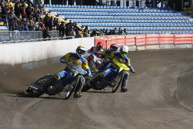 Krzysztof Kasprzak (w białym kasku) i Tomasz Gapiński (w żółtym) jeździli ze zmiennym szczęściem, ale zdobyli najwięcej punktów