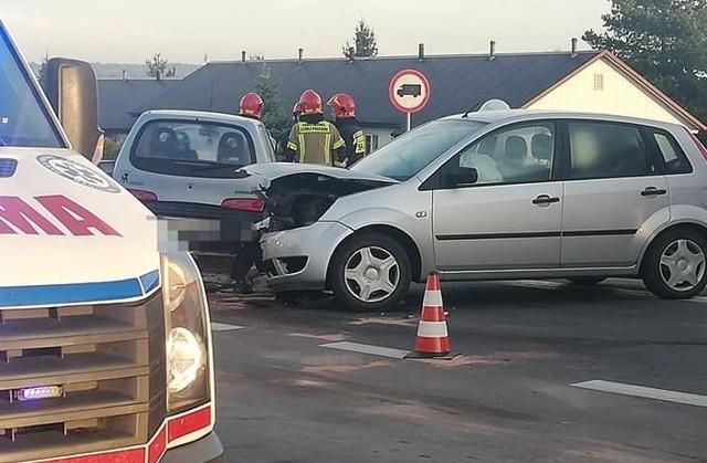 Jedna osoba trafiła do szpitala po zderzeniu dwóch aut w Lubomi