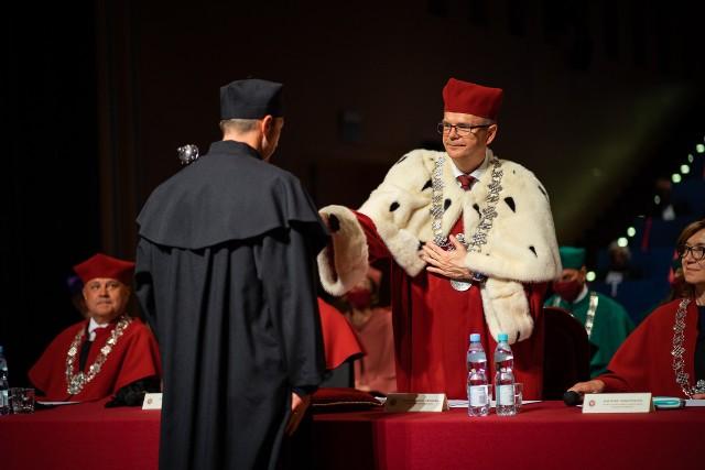 W środę naukowcy UwB odebrali promocje doktorskie i habilitacyjne. Uroczystości odbyły się w auli Wydziału Nauk o Edukacji UwB.