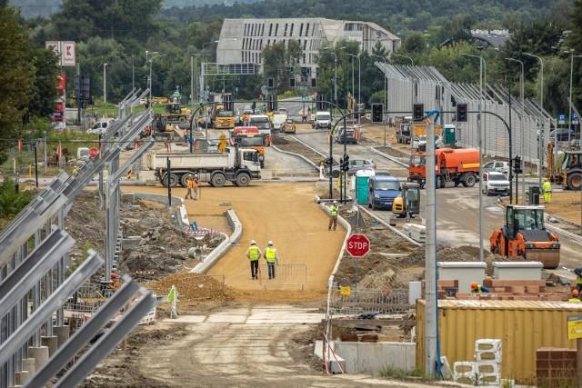 Budowa Trasy Łagiewnickiej opóźniła się już o pół roku. Przewidywania bukmacherów są takie, że na tym nie koniec poślizgu.