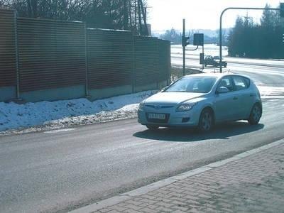 Przy trasie wojewódzkiej pomiędzy Wieliczką a Sułkowem powstanie w tym roku ponad 2,3 km chodnika Fot. Jolanta Białek