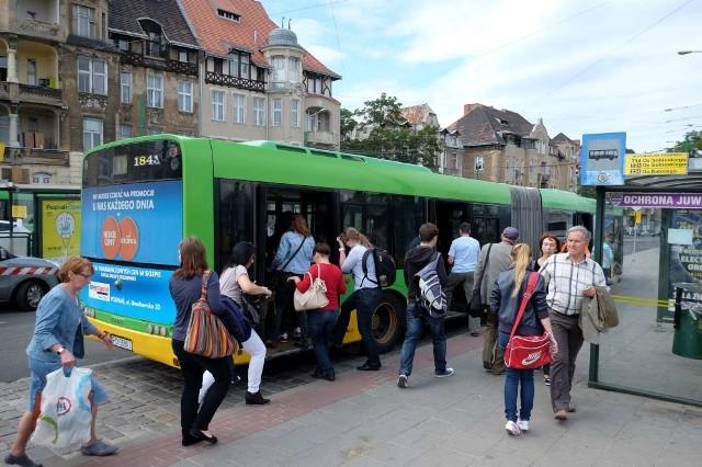 We wtorek, 4 września rozpoczyna się remont nawierzchni na ul. Szymanowskiego. Zmieni się układ ruchu, a niektóre autobusy będą też musiały jeździć po zmienionych trasach.