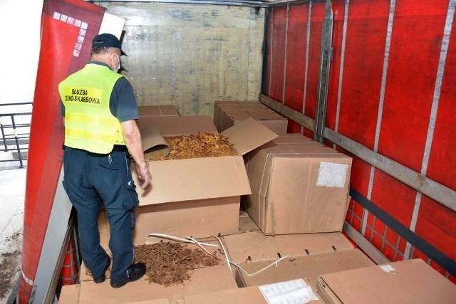 Lubuska Krajowa Administracja Skarbowa (KAS) wykryła transport 59 kartonów z krajanką tytoniową o wartości ponad 6 mln złotych!