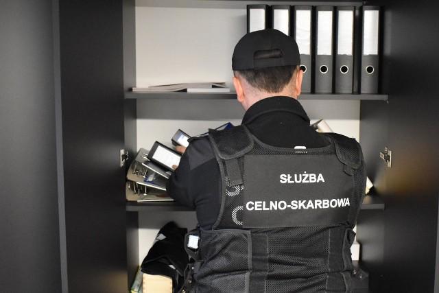 Urząd Celno-Skarbowy w Poznaniu i policjanci Centralnego Biura Śledczego Policji, pod nadzorem Prokuratury Regionalnej we Wrocławiu rozbili zorganizowaną międzynarodową grupę przestępczą.