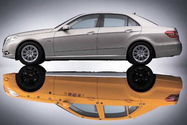 Klasa E w dwóch wcieleniach - u dołu wóz testowy, u góry model finalny.
