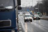 Policjanci zatrzymali na A1 koło Łodzi pijanego kierowcę tira. Jechał całą szerokością jezdni. Miał prawie dwa promile