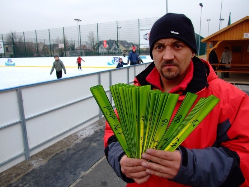 - Opaski już obowiązują - mówi Dariusz Filipczak, opiekun...