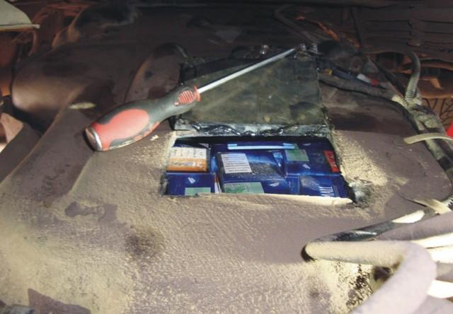 W samochodach były skrytki służące do przechowywania papierosów.