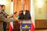 """Janusz Korwin-Mikke zaprezentował projekt nowej konstytucji. """"Chcemy wrócić do pięknych czasów"""""""