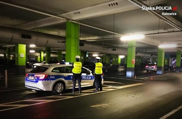 Policja udaremniła nielegalne wyścigi; Zobacz kolejne zdjęcia. Przesuwaj zdjęcia w prawo - naciśnij strzałkę lub przycisk NASTĘPNE >>>