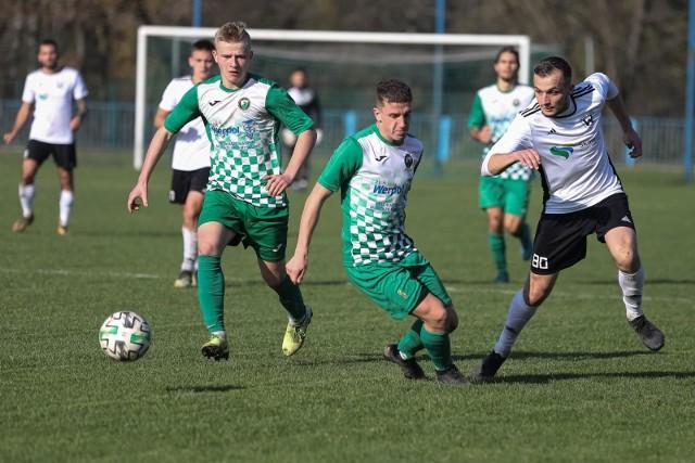 IV liga jest piątym poziomem rozgrywek. W Małopolsce istnieją dwie grupy: w krakowsko-oświęcimskiej gra 19 drużyn, w tarnowsko-sądecko-podhalańskiej 20.