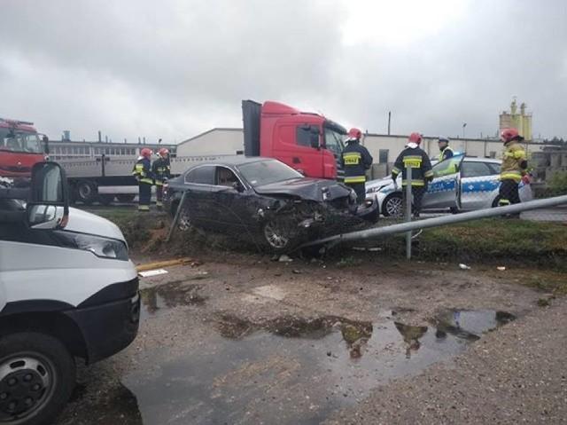 We wtorek, 28 maja w godzinach popołudniowych na ul. Ratajczaka w Międzychodzie doszło do wypadku. Samochód osobowy marki BMW uderzył w słup, który przewrócił się na inne zaparkowane w tym miejscu auta. Na szczęście w zdarzeniu nikt nie został ranny. Zobacz więcej zdjęć ---->