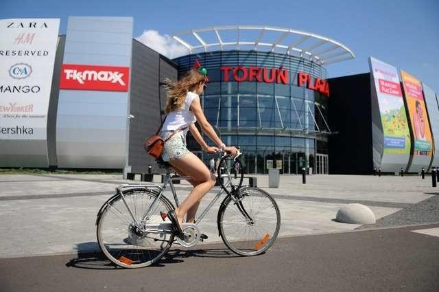 Jeszcze w tym sezonie przy Centrum Handlowo-Rozrywkowym Toruń Plaza ma powstać stacja miejskiego roweru, kolejna stanie przy Atrium Copernicus