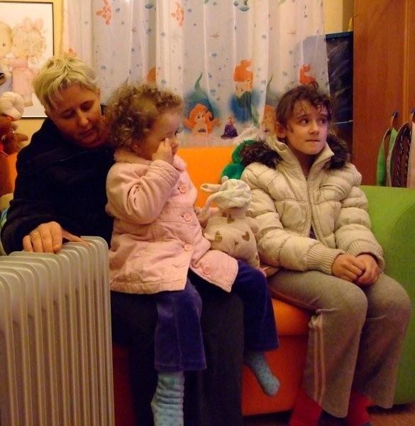 - W domu jest bardzo zimno. Nie wiem, jak długo tak jeszcze wytrzymamy - mówi Ewa Ludwig.