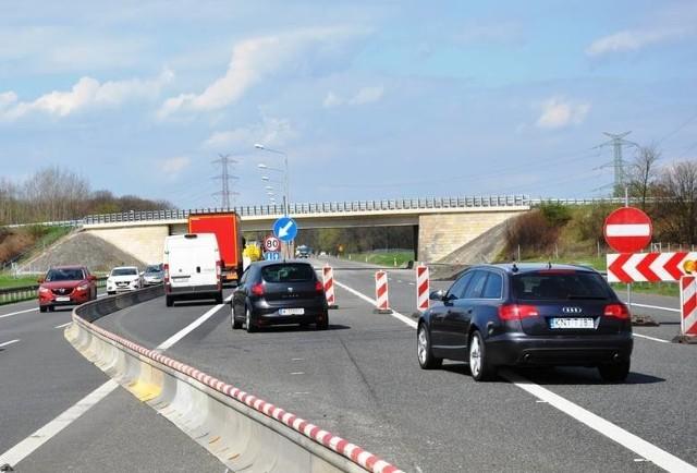 Opolski oddział GDDKiA systematycznie remontuje autostradę A4 od 2015 roku.