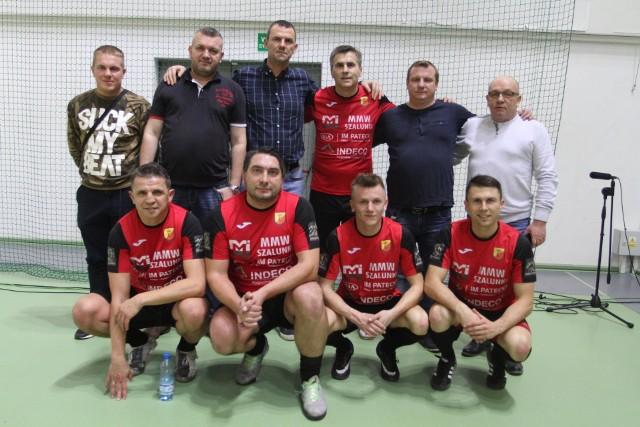 Dariusz Dziekanowski (w górnym rzędzie czwarty z lewej) zagrał w drużynie Czarnovii Kielce