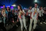 Koronawirus. Światowe Dni Młodzieży powracają! Z 4 tysięcy koszulek ŚDM w Krakowie wolontariusze szyją maseczki [ZDJĘCIA]