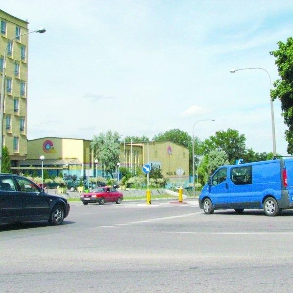 Ruch na skrzyżowaniu ul. Mereckiego i Wojska Polskiego jest bardzo duży i często dochodzi tu do kolizji