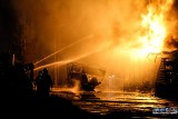 Pożar w Żywcu ZDJĘCIA Paliły się magazyny z chemikaliami przy Stolarskiej. Ogień gasiło 20 zastępów strażackich