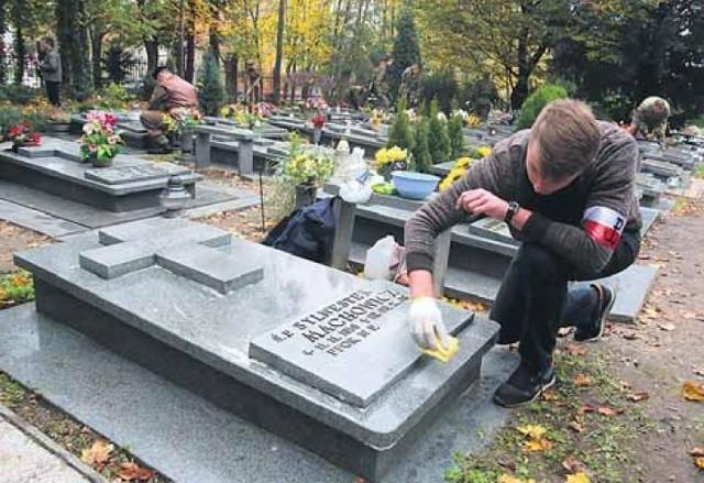 Jak co roku na cmentarzu przy Krzyżu Katyńskim kwestować będą przedstawiciele Stowarzyszenia Katyń.