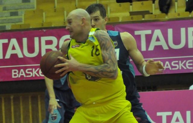 Daniel Wall (z piłką) odchodzi z Siarki Tarnobrzeg.
