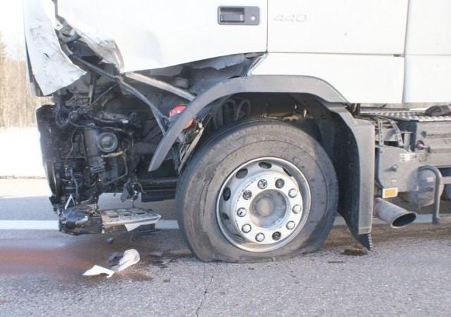 """Wczoraj około godziny 13.40 dyżurny suwalskiej policji otrzymał zgłoszenie o zderzeniu trzech samochodów w miejscowości Jeziorki na trasie Szypliszki – Budzisko krajowej """"ósemki""""."""
