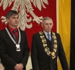 Jednym z nagrodzony jest Jerzy Bawej (z prawej), przewodniczący rady gminy w Lasowicach Wielkich.