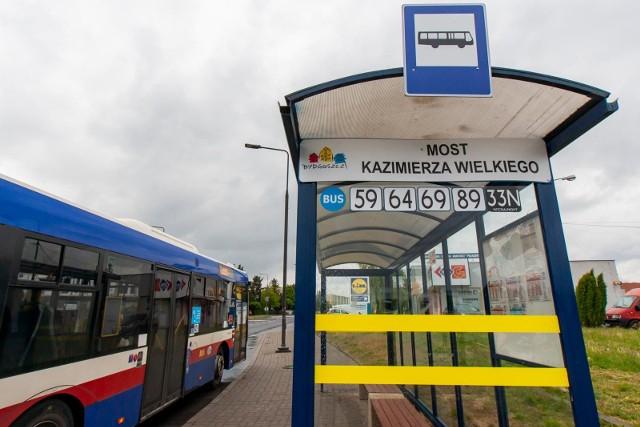 """Nowa wiata pojawiła się niedawno na przystanku autobusowym """"Most"""" Kazimierza Wielkiego"""", skąd autobusy odjeżdżają w kierunku Błonia."""