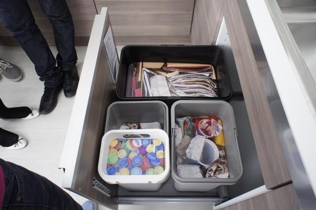 Poznań daje kosza odpadom - akcja Ikei na Starym Rynku, która podpowiada poznaniakom jak zorganizować w kuchni segregację śmieci.