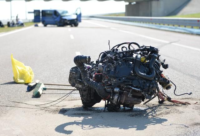Do wypadku doszło we wtorek około godz. 9 na autostradzie A4, w kierunku Korczowej, na wysokości węzła Przemyśl. - Jak wstępnie ustalono, 20-letni kierujący oplem vivaro, z nieustalonych przyczyn stracił panowanie nad pojazdem i uderzył w bariery energochłonne. Oplem, oprócz kierowcy, podróżowało 5 pasażerów. Na szczęście nikt poważnie nie ucierpiał - powiedziała asp. szt. Anna Długosz z KPP Jarosław.Samochodem podróżowali obywatele Ukrainy.