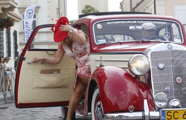 Kilkadziesiąt starych aut wzięło udział w 21. Podkarpackim Rajdzie Pojazdów Zabytkowych. Zobaczcie galerię zdjęć z Rzeszowa.
